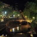 湯流れ万灯と愛宕橋