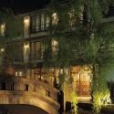 愛宕橋と山本屋の夜景