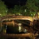 愛宕橋と湯流れ万灯