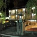 夜の愛宕橋と山本屋