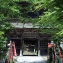 夏の温泉寺山門