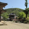 温泉寺薬師堂と山門