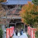 温泉寺山門と紅葉
