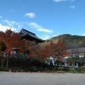 温泉寺山門と薬師公園