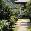 温泉寺本堂と鐘楼