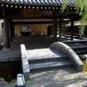 さとの湯入り口の石橋