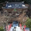 温泉寺山門の雪景色